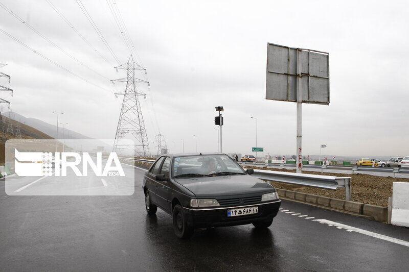 خبرنگاران بعضی جاده های خراسان رضوی بارانی و لغزنده است