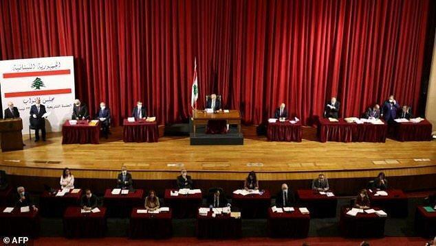 نشست مجلس لبنان در سالن تئاتر برگزار گردید