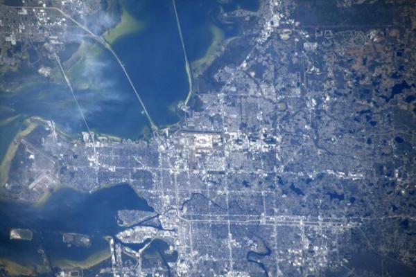 عبور ایستگاه فضایی بین المللی بر فراز شهر تمپا
