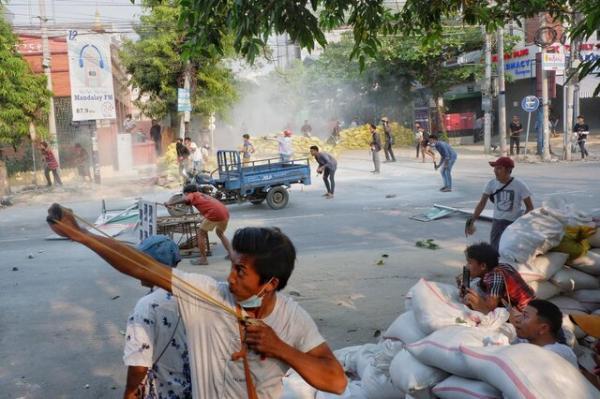 آزادی صدها تن از معترضان به کودتای میانمار